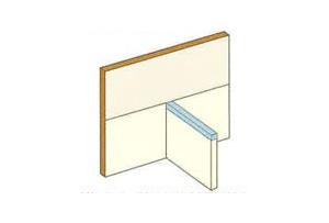 フラッシングシートを手すり壁天端に鞍掛けします。タッカー留めはシート立ち下がり面に行うことを基本とします。