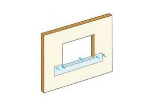 後からタイベック®を差し込むことが出来るような位置にタッカーで留め付け、左右の開口側部に沿ってフラッシングシートをカットし、開口窓台へカットされた部分を倒します。