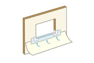 フラッシングシートの下にタイベック®を差し込むように施工します。フラッシングシートとタイベック®の重なりは90mm以上とします。