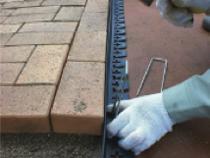 側面のLタイプ プラエッジ45を固定し施工完了となります。
