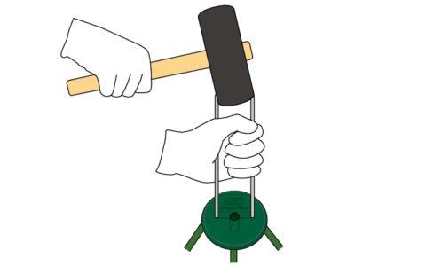 手で差し込みにくい場合はハンマー等を利用して打ち込んでください。