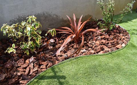 シート上への人工芝の敷設や、植栽もおススメです。